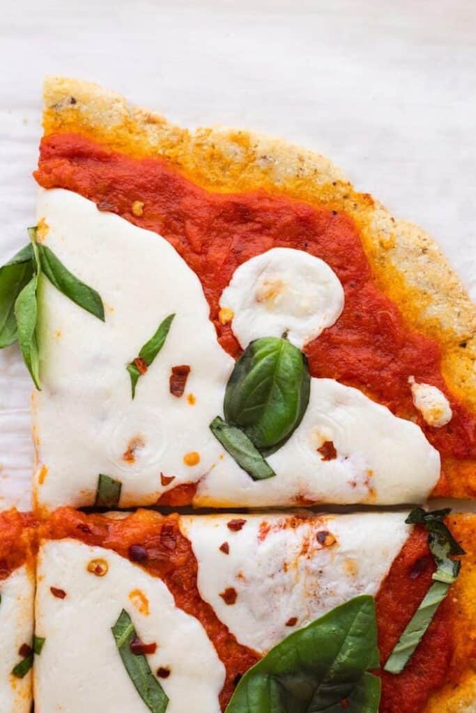 closeup of keto margherita pizza